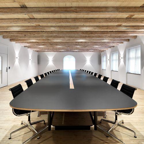 Möbel für Arbeitsräume Tisch und Stühle