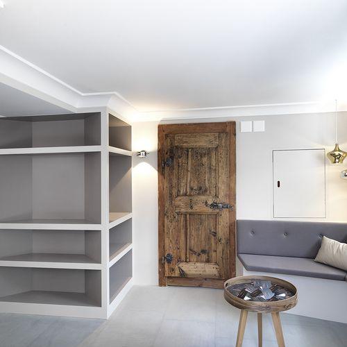 Garderobe und Sitzecke mit Polsterbank