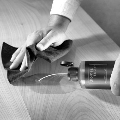 Pflegeöl von thomas sutter auftragen Tischoberfläche Küchenpapier Baumwolllappen