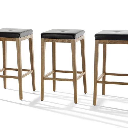 Möbel Stuhl vierbeiner Holz Leder bescheiden Barney